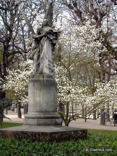 paris with kids, spring, luxembourg gardens