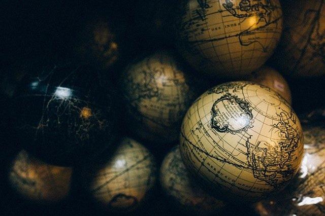 globes-1246245_640