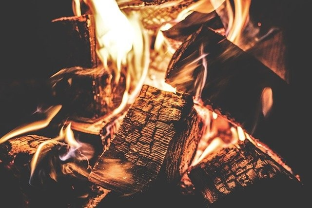 campfire-1853835_640